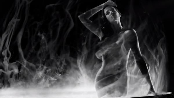 """Sin City – Una donna per cui uccidere. Un film da """"sfogliare"""" in sala"""