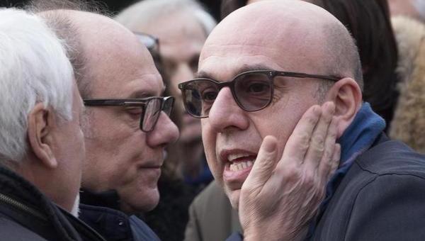 """UN BRINDISI COLLETTIVO PER L'ADDIO """"FESTOSO"""" A SCOLA. POCA RETORICA, TANTA GENTE, VIRZÌ IL PIÙ DIVERTENTE"""