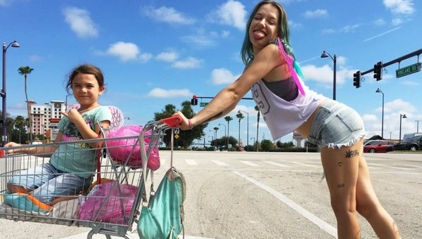 Un sogno chiamato Florida. Questa non è Disneyland: un film colorato e vivace per uno spaccato della miseria americana