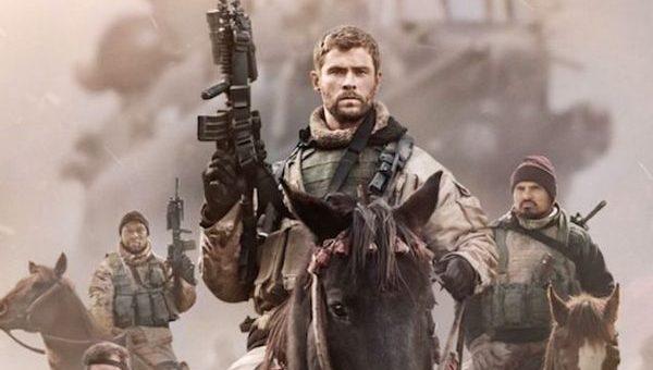 """UN FILM DI GUERRA ALL'ANTICA, DA UNA STORIA VERA: """"12 SOLDIERS"""". (I PRIMI BERRETTI VERDI IN AFGHANISTAN DOPO l'11 SETTEMBRE)"""