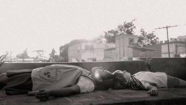 """LEONE D'ORO O NO, CUARÓN TORNA IN MESSICO E FA UN GRAN FILM. DUELLO DI """"FAVORITE"""" PER LANTHIMOS ALLA CORTE DELLA REGINA"""