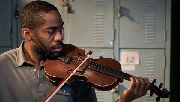 Il maestro di violino. Saper ascoltare i deboli e i diseredati