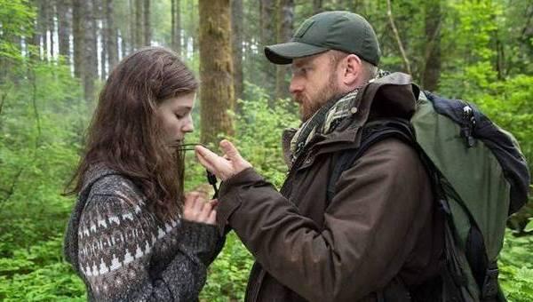 """UN PICCOLO-GRANDE FILM DA VEDERE: """"SENZA LASCIARE TRACCIA"""". IL PADRE E LA FIGLIA NELLA FORESTA, FELICI: FINO A QUANDO?"""