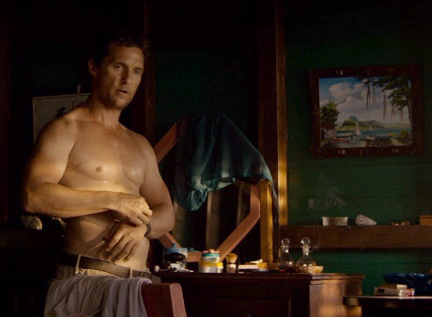 """McConaughey icona-sexy con maglietta bagnata. """"Serenity"""" con l'inganno"""
