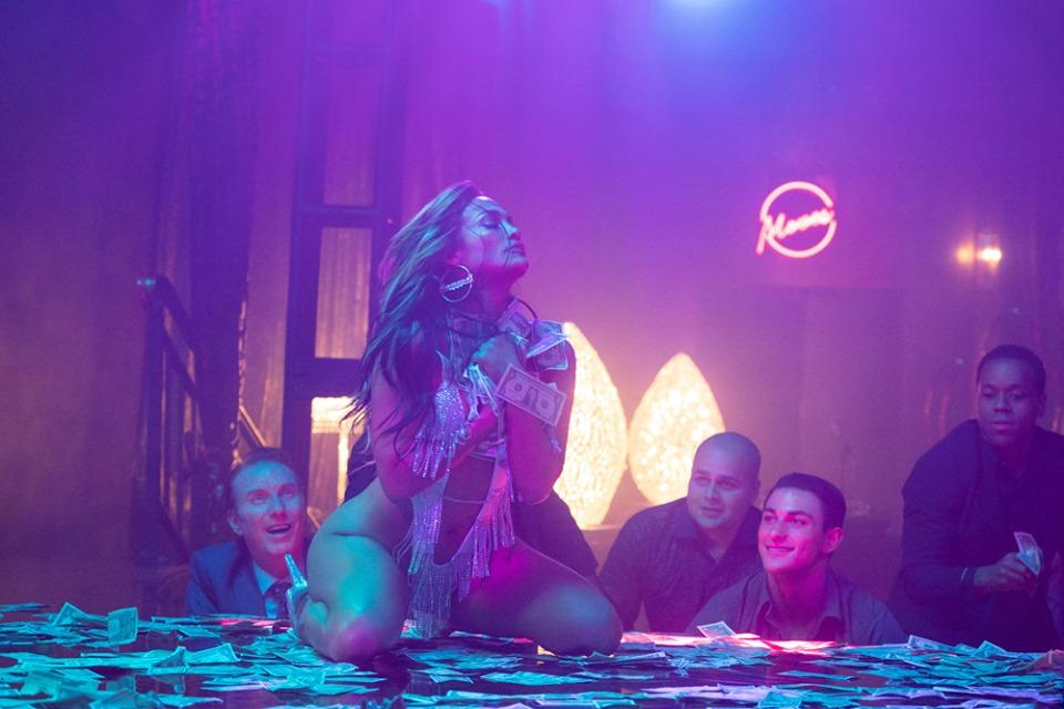 """Jennifer Lopez panterona deruba i lupi di Wall Street. Con """"Hustlers"""" la vendetta delle ballerine di lap-dance"""