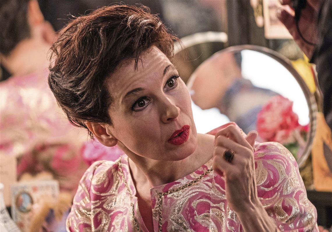 Renée Zellweger canta benissimo e somiglia a Judy Garland (peccato che non somigli più a sé stessa per i ritocchi)