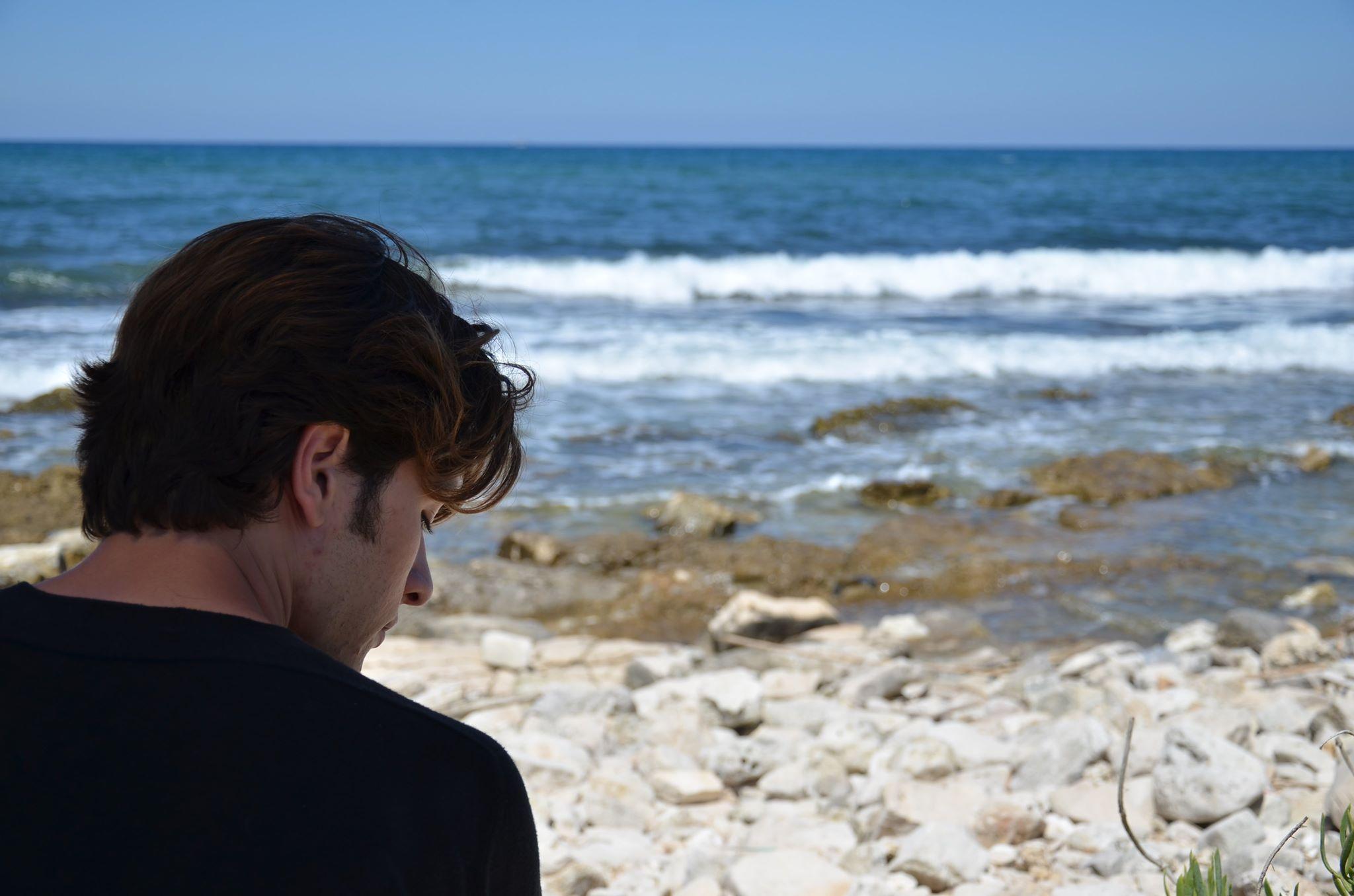 """""""Dentro il mare"""". Nelle acque profonde del lutto nel corto di Dell'Olio"""