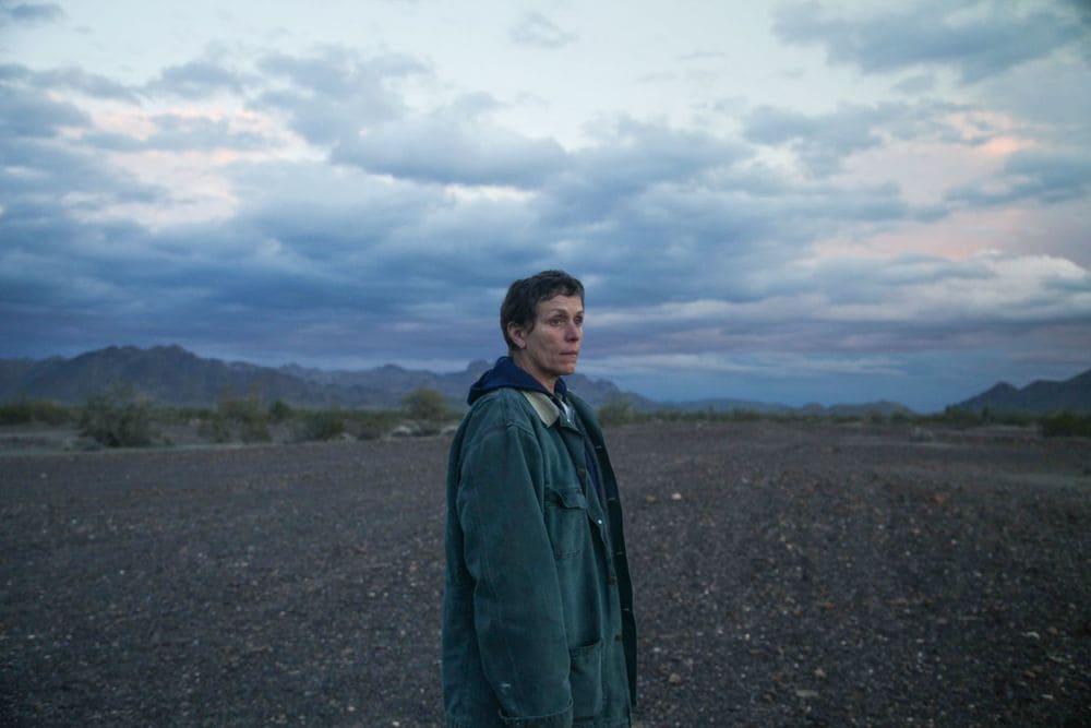 """Applausi da Leone per """"Nomadland"""" con Frances McDormand.  Il film Azero cita Moretti in vespa tra una morte e l'altra"""