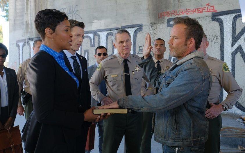 """""""Deputy"""", uno sceriffo vecchio stile a L.A. Tredici episodi su Sky"""
