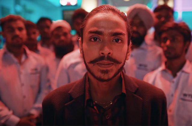 """Le unghiate della """"tigre bianca"""" per non restare un servo: tra India e Usa il film di Bahrani"""