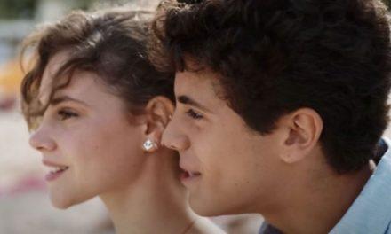 """""""Sulla stessa onda"""": la vela come metafora di una sofferta storia d'amore giovanile"""