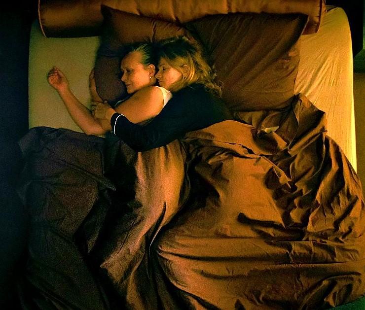 """""""Due"""", quasi un thriller intimista su un amore scandaloso. Il bell'esordio di Meneghetti"""