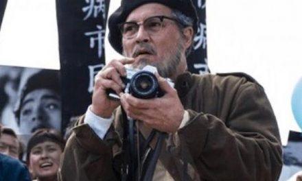 """Che fine ha fatto Johnny Depp? Su Sky nei panni del fotografo che svelò il """"caso Minamata"""""""